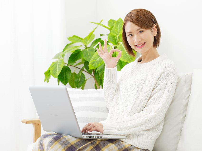 ネット回線に満足している女性